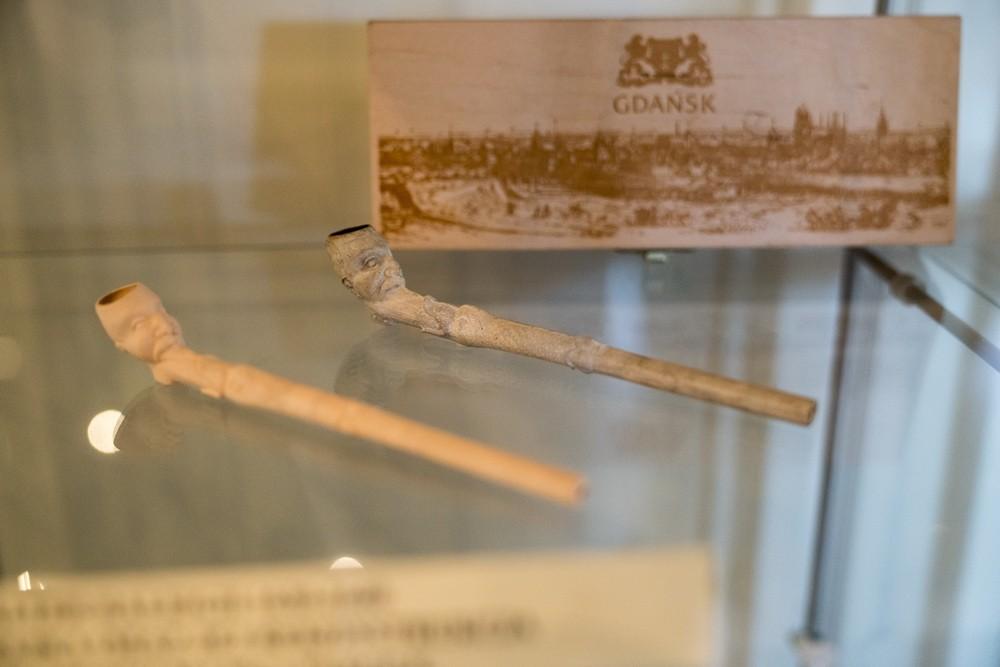 Wystawa fajek zkolekcji Krzysztofa Jesionowskiego